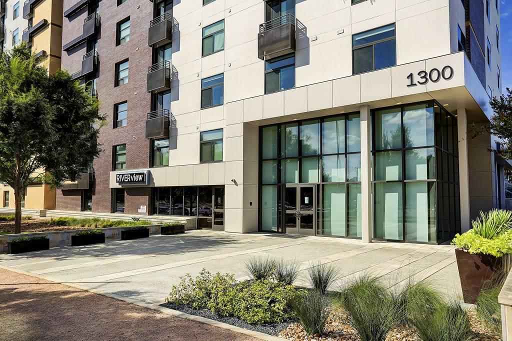 Elegant RiverView Apartments At 1300 East Riverside Dr, Austin, TX 78741