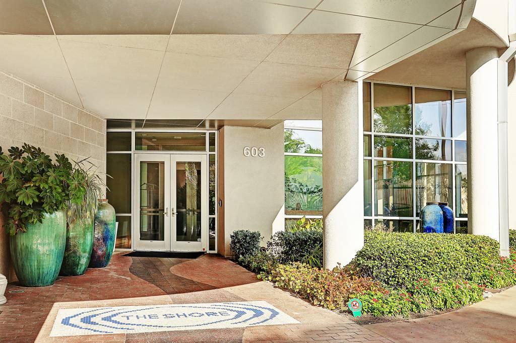 Shore Condominiums at 603  Davis St, Austin, TX 78701