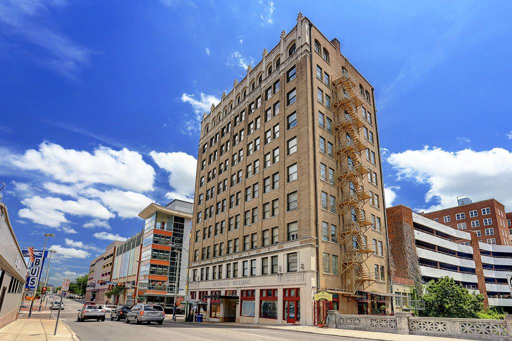 Exchange Building Apartments at 152  E Pecan St, San Antonio, TX 78205