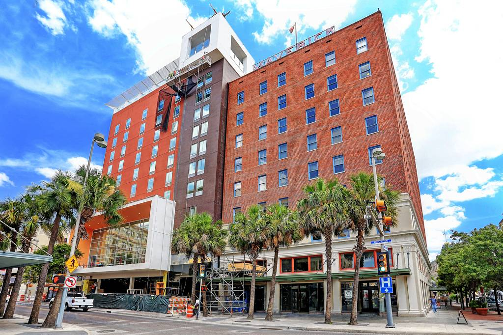 Houston To San Antonio >> Maverick Apartments Highrise At 400 E Houston St San Antonio Tx