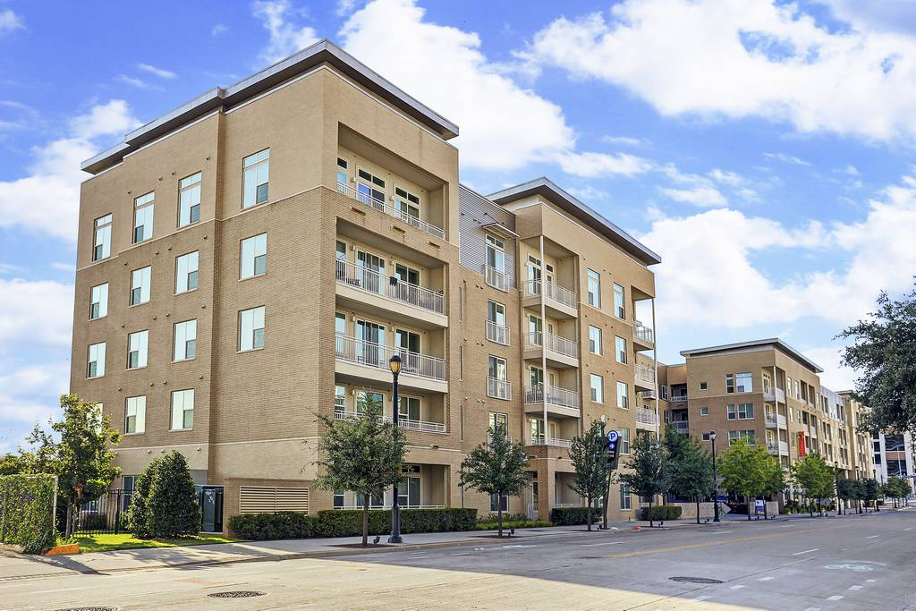 Apreggio Apartments at 2425  Victory Ave, Dallas, TX 75219