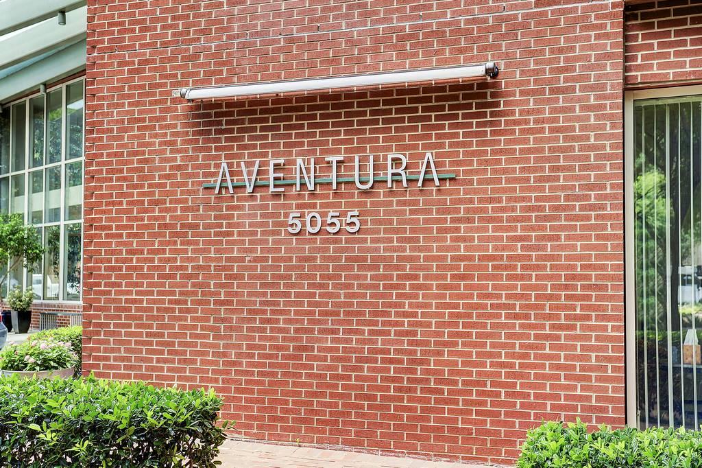 Aventura Condos at 5055  Addison Cir, Addison, TX 75001