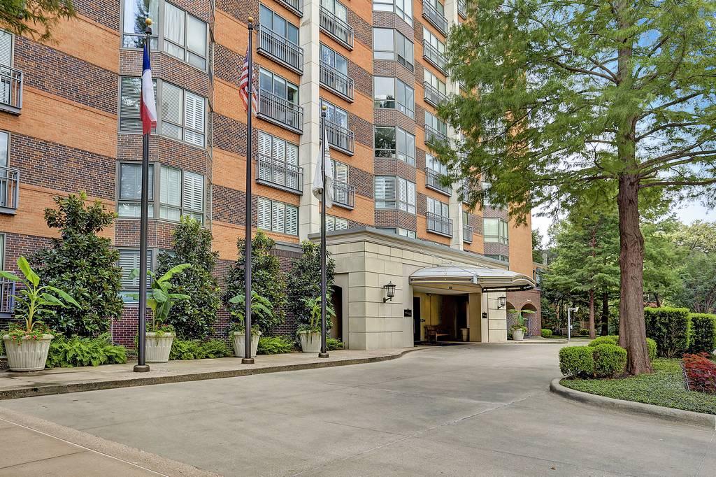 Crestpark Condominiums at 4242  Lomo Alto Dr, Dallas, TX 75219