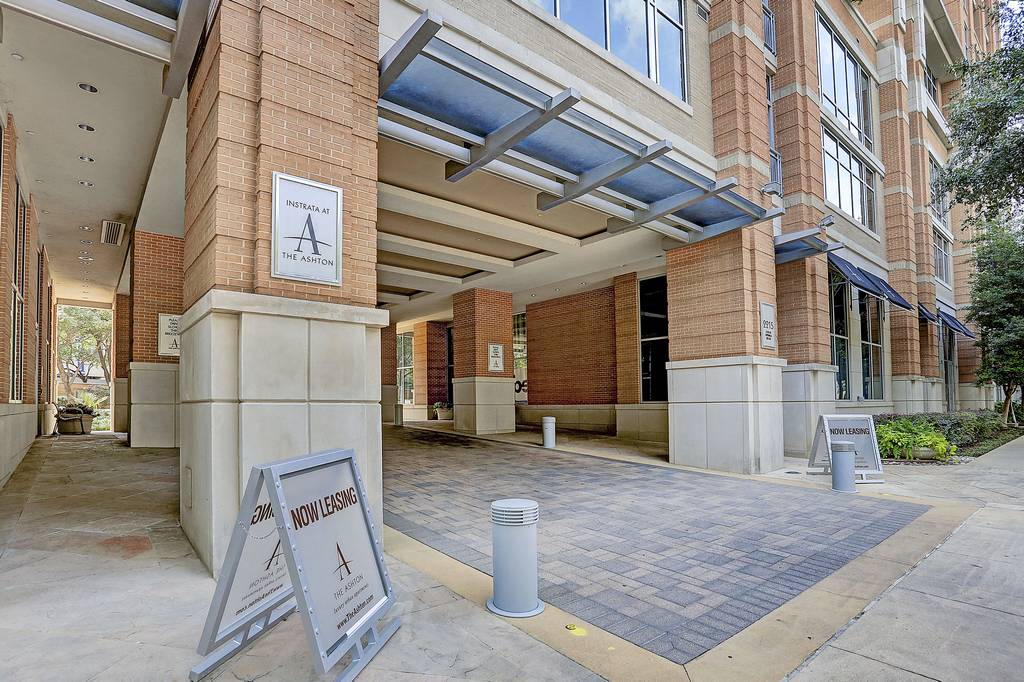 The Ashton Apartments at 2215  Cedar Springs Rd, Dallas, TX 75201
