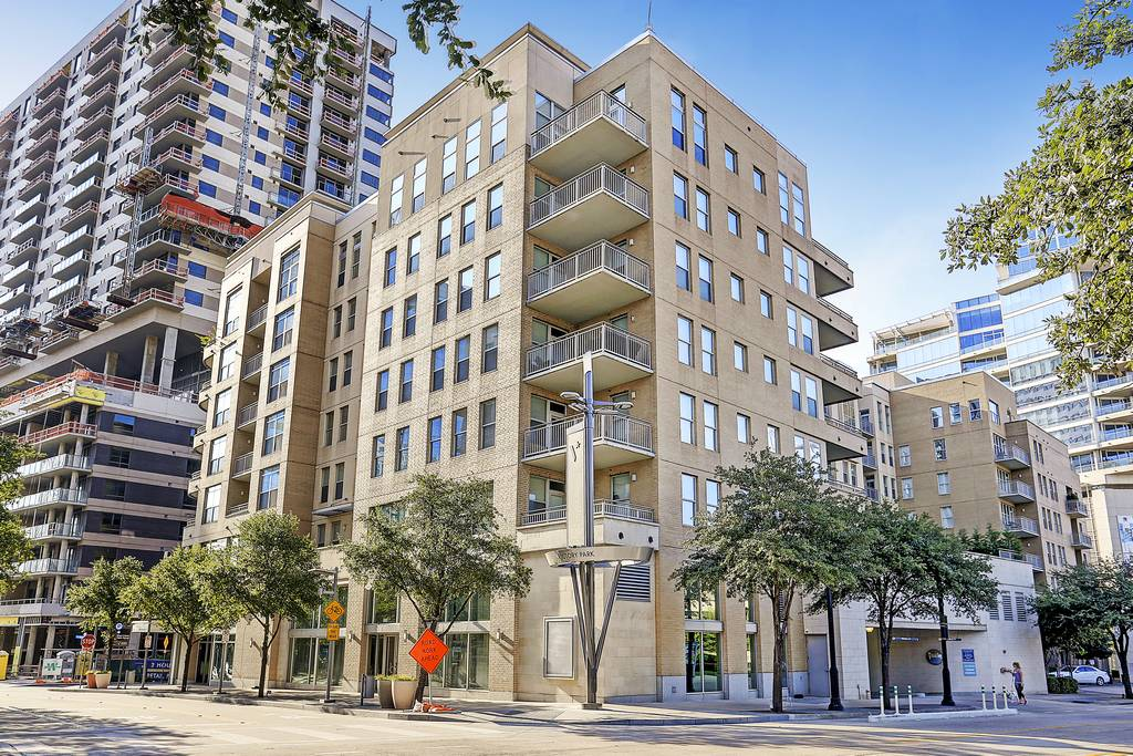 The Vista Apartments Highrise At 2345 N Houston St Dallas