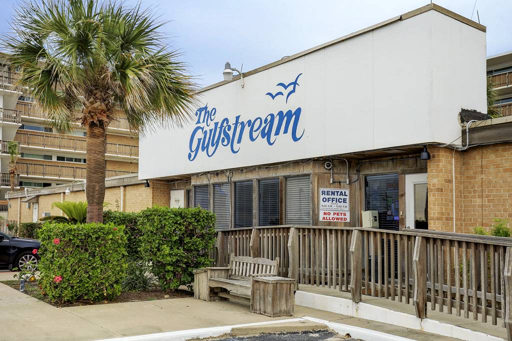 Gulfstream Condos at 14810  Winward Dr, Corpus Christi, TX 78418