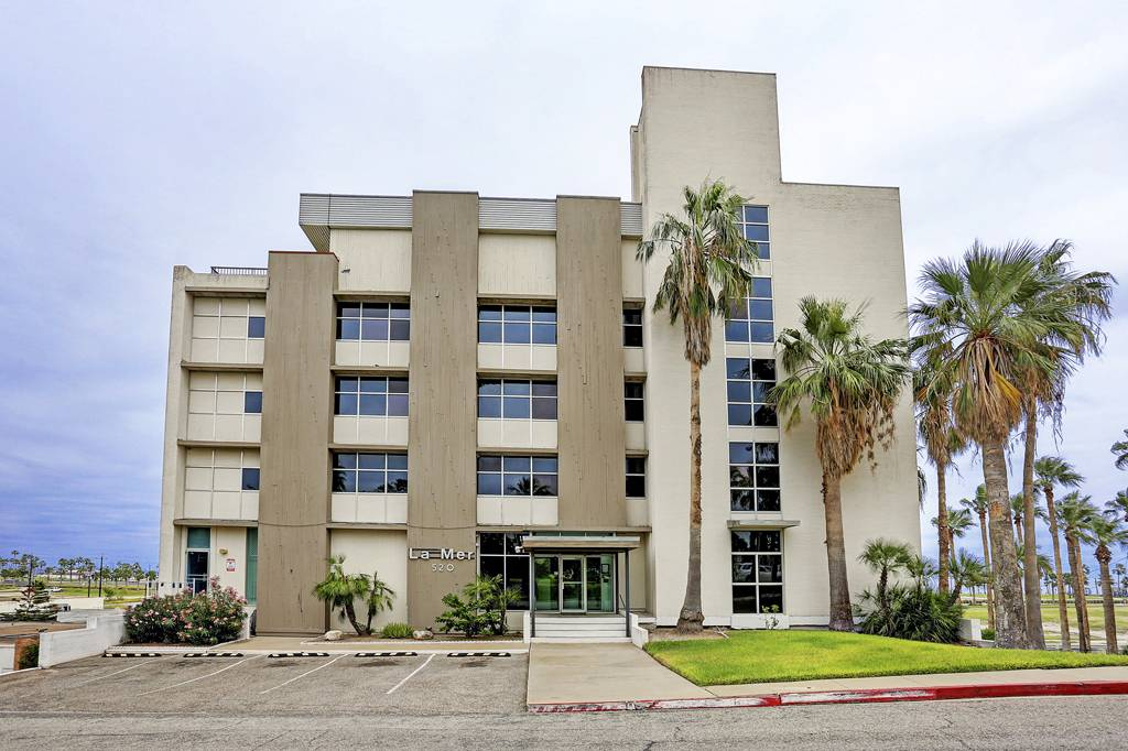 La Mer Condominiums at 520  S Chaparral St, Corpus Christi, TX 78401