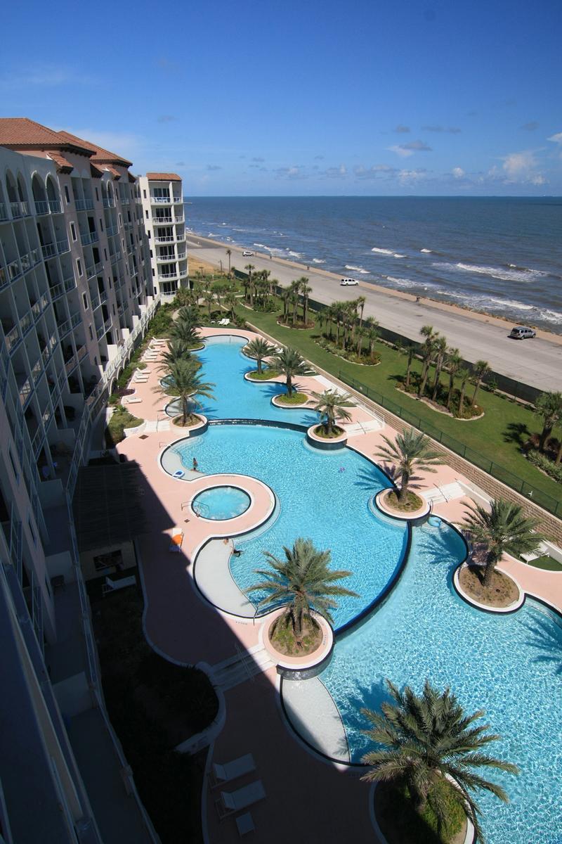 Diamond Beach at 10327 Fm 3005, Galveston, TX 77554