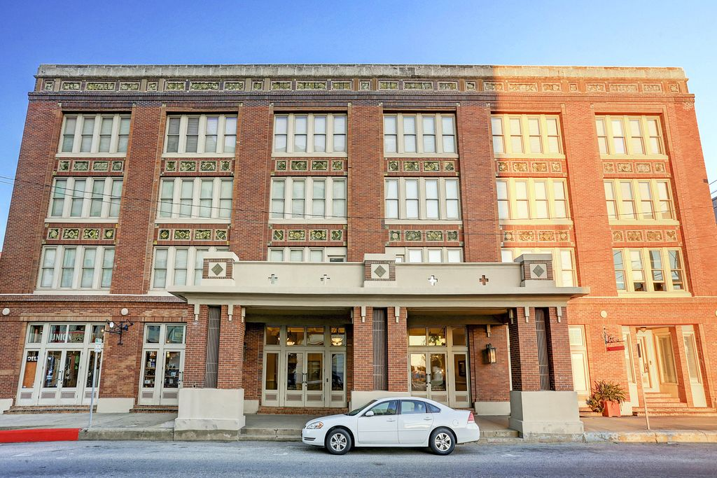 Panama Historic Condos at 202 Rosenberg, Galveston, TX 77550