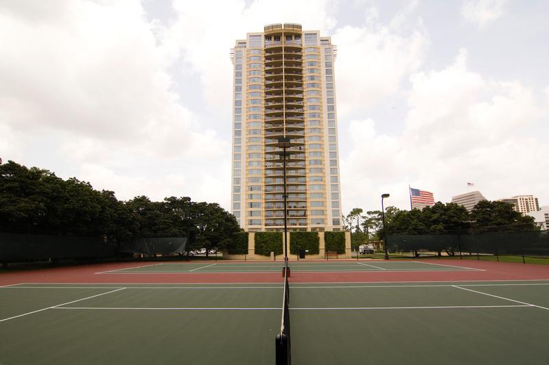Villa D'este at 1000 Uptown Park Blvd, Houston, TX 77056