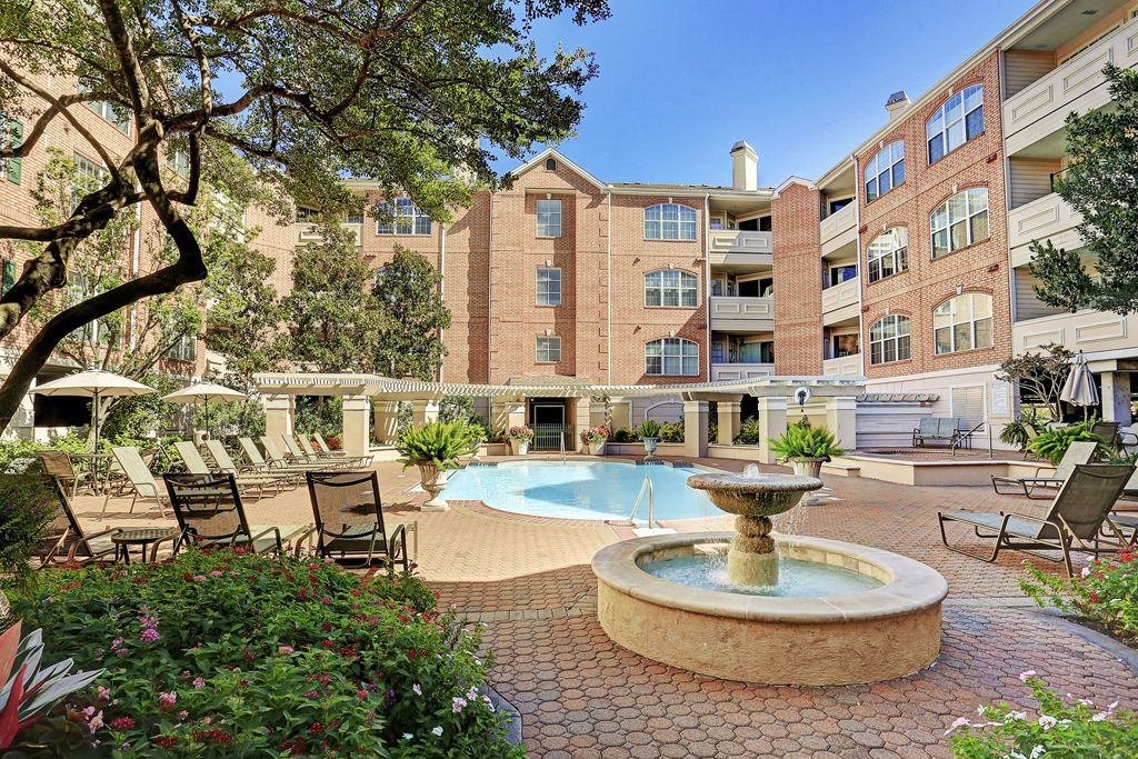 Renaissance At River Oaks at 2111  Welch, Houston, TX 77019